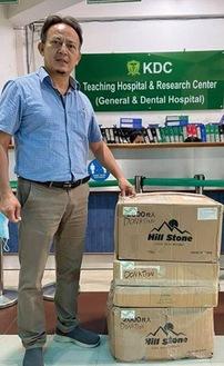 物資が到着したことをSNSを通じて伝えるネパールの歯科医師