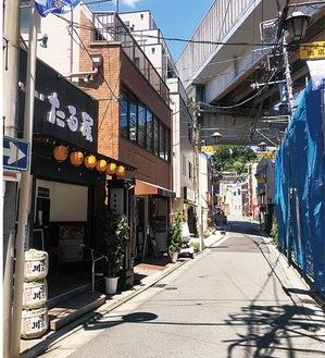 鮮魚店や青果店、銭湯なども軒を連ねる上星川商店会
