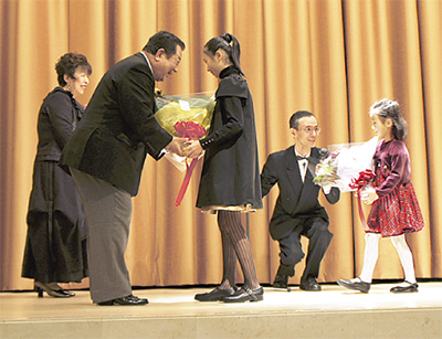 竹村会長の受賞祝う