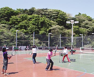 テニス教室、さらに拡充