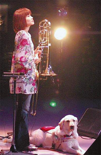 盲導犬支援を音楽で