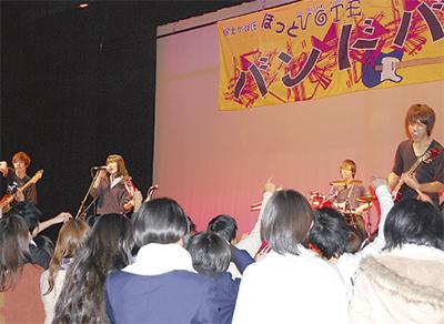 中高生バンドが熱演