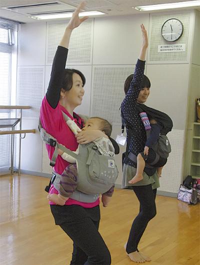 赤ちゃんと一緒にダンス