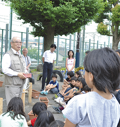岩崎小で「桜」の授業
