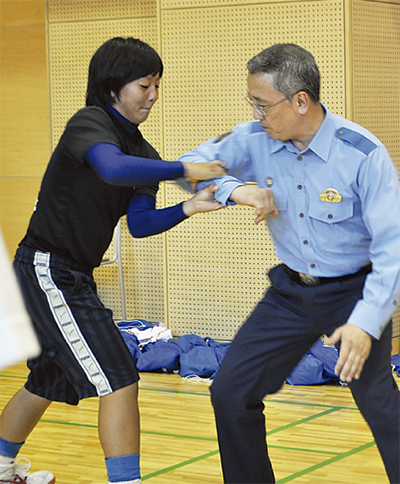 警察官が護身術を直伝