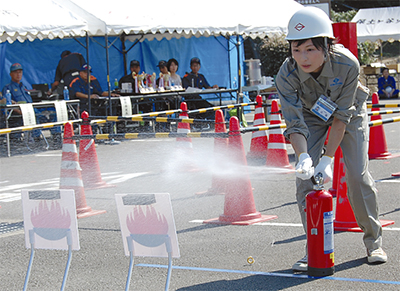自衛消防隊、訓練会で奮闘