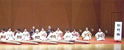 伝統音楽で聴衆を魅了