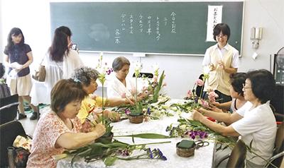 茶花で地域と交流