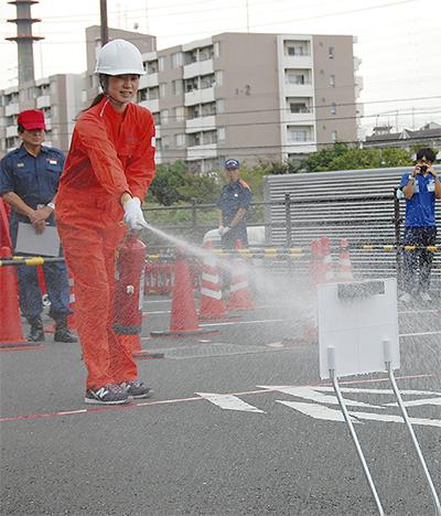 消火技術競う