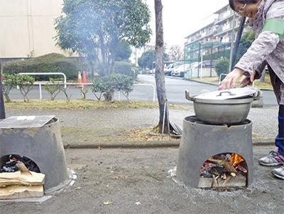 ベンチで炊飯訓練