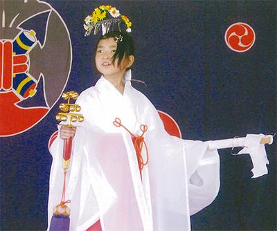 畠山さんが巫女舞奉納