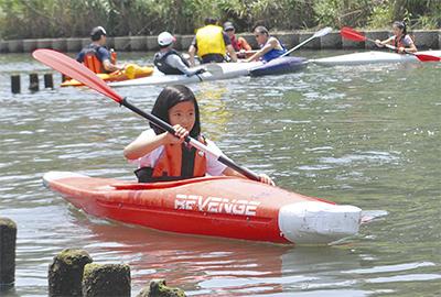 カヌーで帷子川を漕艇