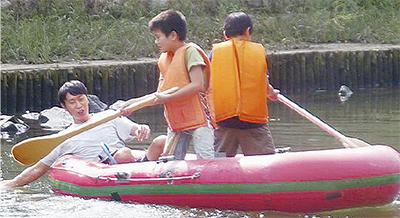 児童が川下り 楽しむ