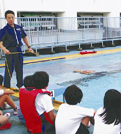 ろう学校で水難訓練