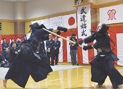 武道始式で白熱