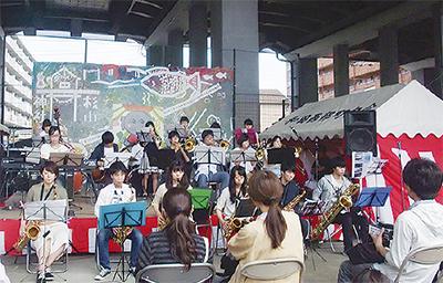 高架下で  音楽フェス