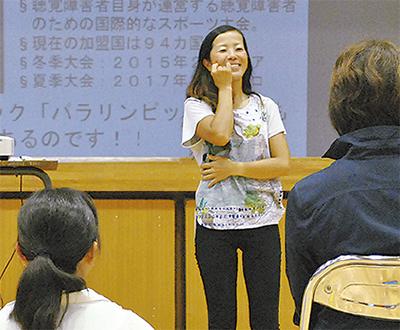 手話で人権講演