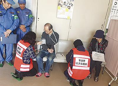 医療救護隊が訓練