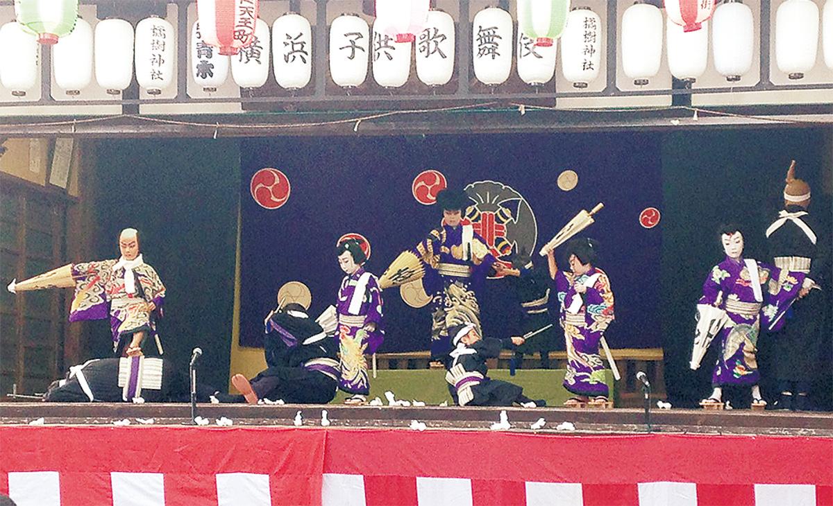 子どもたちが歌舞伎を奉納