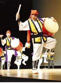 沖縄の文化を届けた「鶴見エイサー潮風」など、ステージに華を添えた