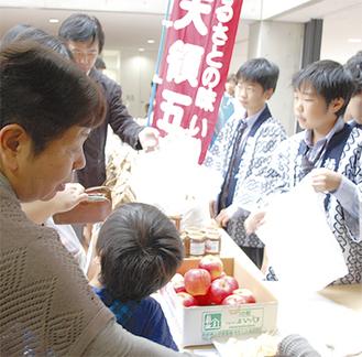 りんごは生徒が自発的に販売を希望した