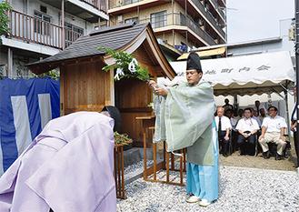 杉山神社の宮司が犠牲者を鎮魂した