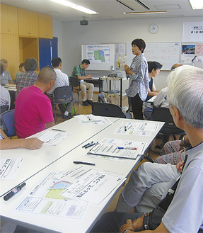 地域検討会で自己紹介をし合う参加者