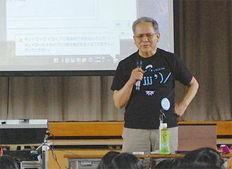 生徒に語りかける松坂さん