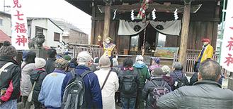 横浜熊野神社で行われた出迎えの「大黒舞」