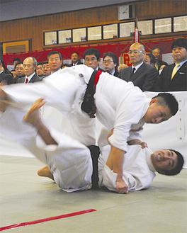 熱戦となった柔道試合