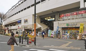 高架下に店舗が入る京急鶴見駅