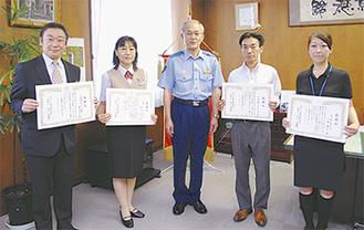 山本さん(右端)、塚田さん(左から2番目)ら