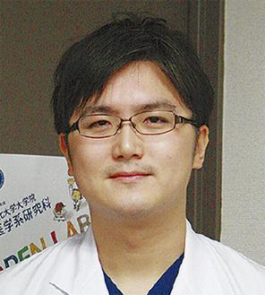 講演する菅野医師