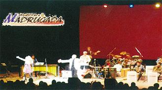 ビッグバンドによる演奏ステージ