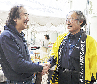 協力を続ける高橋理事長(左)と神田さん