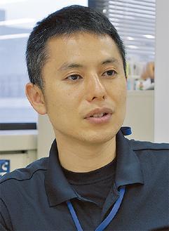 インタビューに応える川島係長