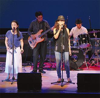 「ヨコオト・ライブ」で歌う出演者
