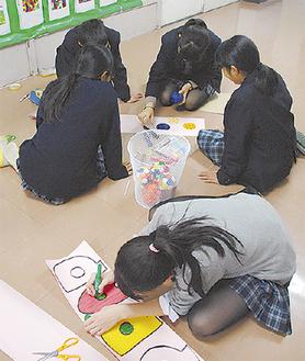 工作作業に熱中する生徒たち