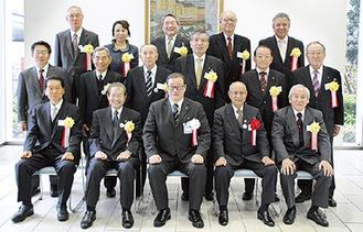 表彰された会長ら(宮沢、永井、海老塚、佐野、飯塚の各会長は所用により欠席)