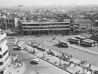 昭和50年ごろの鶴見駅東口