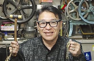 数千の宝飾品を蘇らせてきたデザイン彫金士の久保田宗孝さん