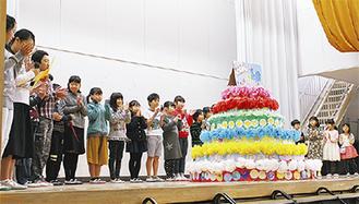 校舎に贈られた手作りケーキ