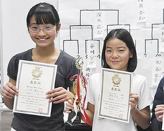 優勝した駒小の櫻井さん(右)と同・小林さん