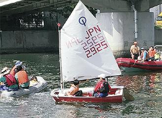 乗艇を体験する参加者
