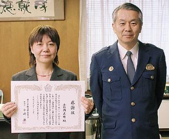 表彰を受けた小野瀬さん(左)