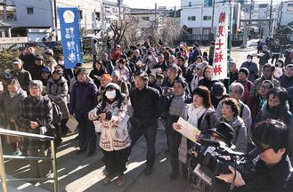 熊野神社に集まった参加者(鶴見歴史の会提供)