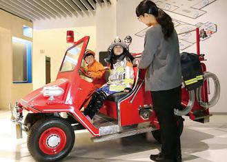 子ども防火衣とミニ消防車