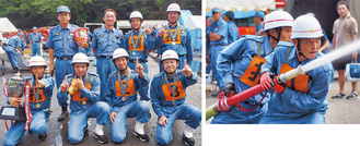 真剣な表情で放水する団員(写真右)と最優秀に輝いた第八分団