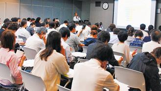 各団体からの情報や事例を共有する参加者