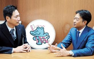 """歯の健康について語り合う、森健二鶴見区長(左)と鶴見区歯科医師会の佐藤信二会長。区民の""""健口""""のため、さらなる協力を誓った。"""